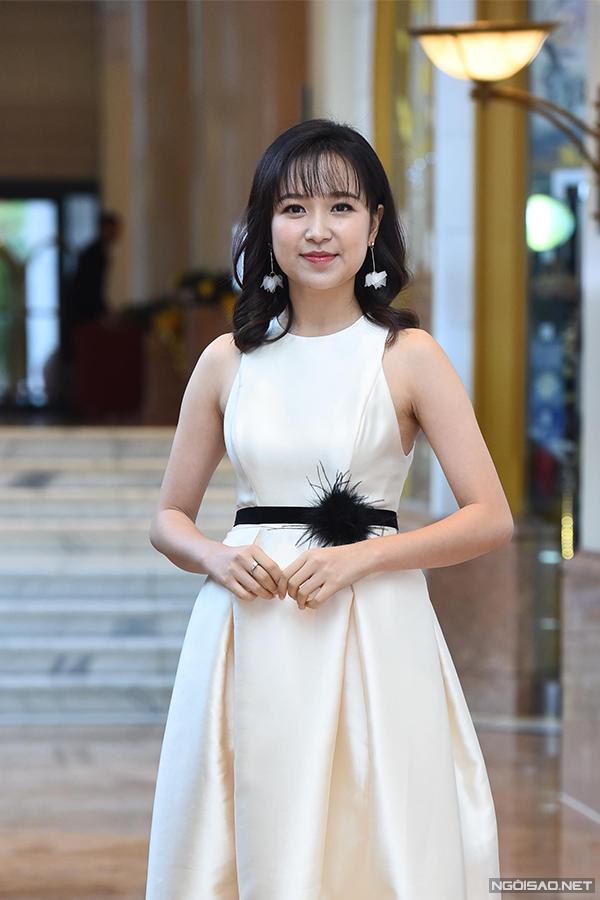 Kim Oanh sinh năm 1993, từng được đào tạo bài bản tại Đại học Sân khấu - Điện ảnh. Trước Những cô gái trong thành phố, cô mới chỉ xuất hiện thoáng qua ở một số bộ phim như Điều bí mật, Tình khúc Bạch Dương...