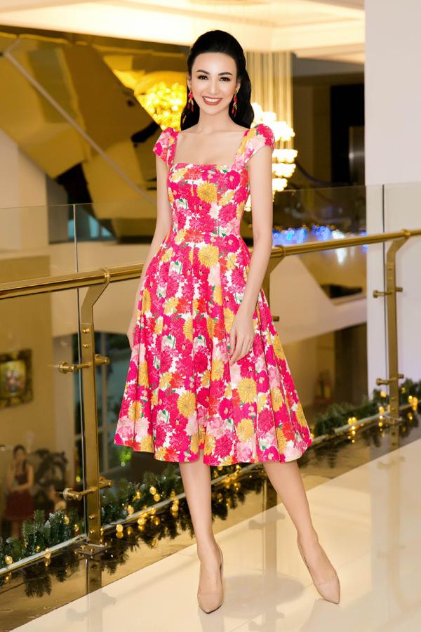 Hoa hậu từng tốt nghiệp Đại học Ngoại thương nên rất nhạy bén về kinh doanh. Cô đã xây dựng được tài chính vững chắc để lo cho con gái Chiko.