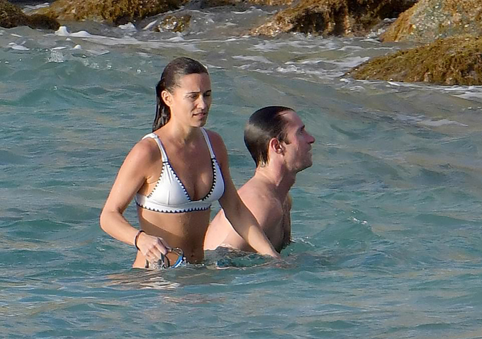 Theo The Sun, Pippa Middleton đang tận hưởng kỳ nghỉ năm mới tại khu nghỉ mát St Barts ở Caribben cùng với chồng James Matthews, em ruột James Middleton và em chồng Spencer Mattthews.
