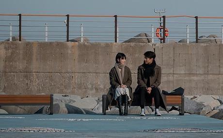 Soo Hyun bất ngờ tới thăm Jin Hyuk ở bãi biển Sokcho.
