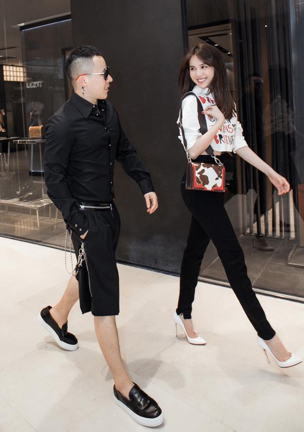 Ngọc Trinh và Vũ Khắc Tiệp hào hứng khiđược một nhãn hàngmời dự Milan Fashion Week 2019. Cả hai vừa rủ nhau đi thử trang phục, chuẩn bị cho chuyến đi châu Âu.