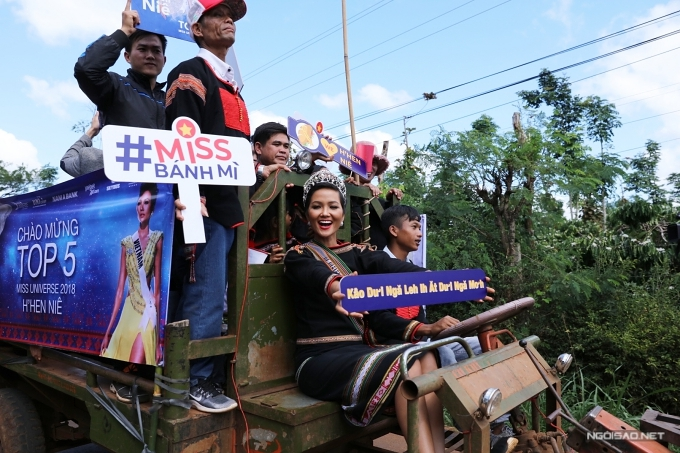 Vào sáng cùng ngày, cô đến gặp gỡ Ủy ban nhân dân tỉnh Đắk Lắk, Ủy ban nhân dân huyện Cư MGar.