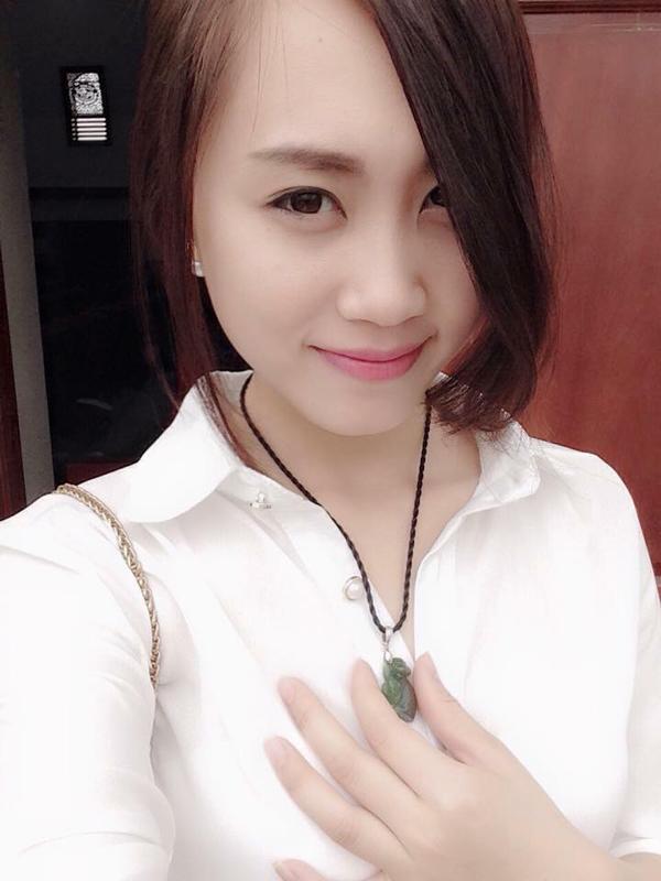 Tromg mắt Giám đốc Nhà hát Kịch Hà Nội, bạn gái là người hiền lành và thông cảm cho công việc của anh.