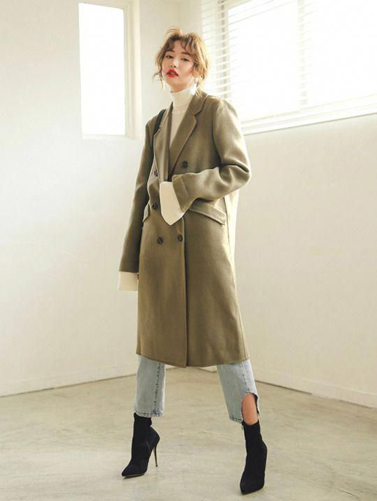 Măng tô, áo cổ lọ, quần jeans và bốt là những thứ vô cùng quen thuộc nhưng chẳng bao giờ lỗi mốt ở mùa thu đông.