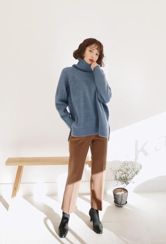 Ngoài áo len, quần dạ hợp mốt, lựa chọn một đôi bốt hợp xu hướng, hài hòa với vóc dáng là việc làm không thể thiếu khi ra đường.