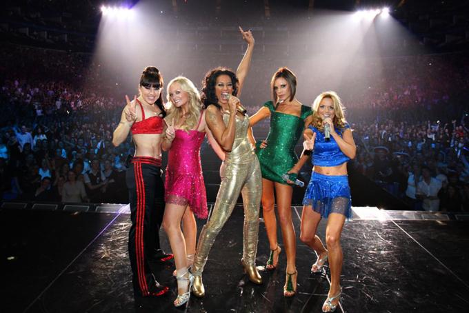 Theo Business Insider,Victoria kiếm được 75 triệu USD mỗi năm khi là thành viên nhóm nhạc này. Vào cuối những năm 1990, cô rời khỏi nhóm và bắt đầu sự nghiệp solo khá thành công. Lần tái hợp ngắn ngủi trong một chuyến lưu diễn vào năm 2007 của Spice Girls cũng mang về cho Victoria 70 triệu USD.