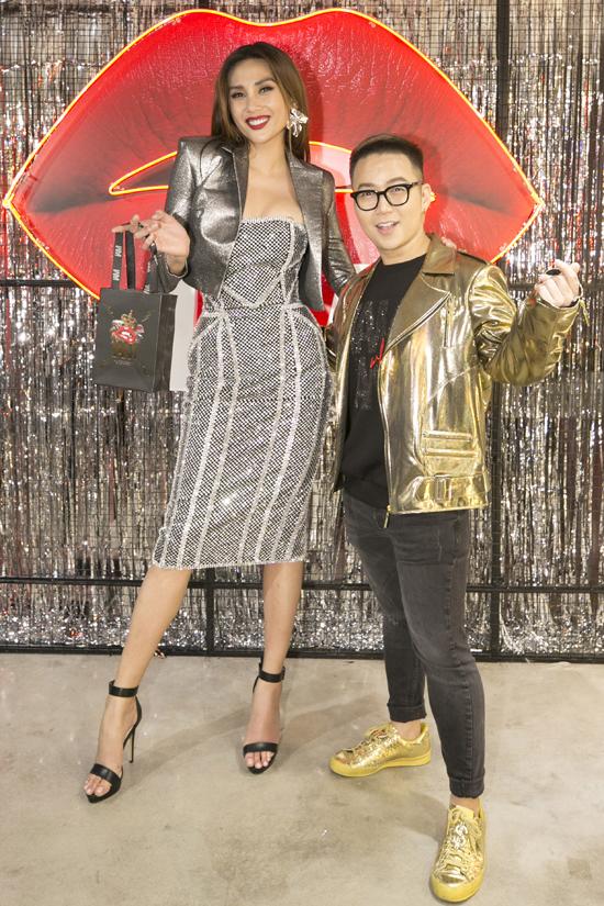 Võ Hoàng Yến và nhà thiết kế Chung Thanh Phong. Tại buổi khai trương, Chung Thanh Phong cho biết, việc ra mắt dòng mỹ phẩm đã được anh ấp ủ từ lâu. Trong vai trò giám đốc sáng tạo, nhà thiết kế hy vọng các sản phẩm đúng xu hướng sẽ được sao Việt và các bạn trẻ đón nhận.