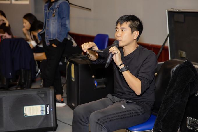 Nhạc sĩ Hồ Hoài Anh đóng vai trò là tổng đạo diễn chương trình.