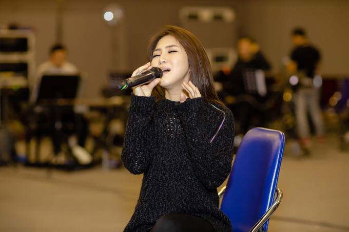 Cô dự định sẽ trình diễn khoảng 18 ca khúc trong liveshow. Dàn khách mời xuất hiện vẫn chưa được cô tiết lộ.