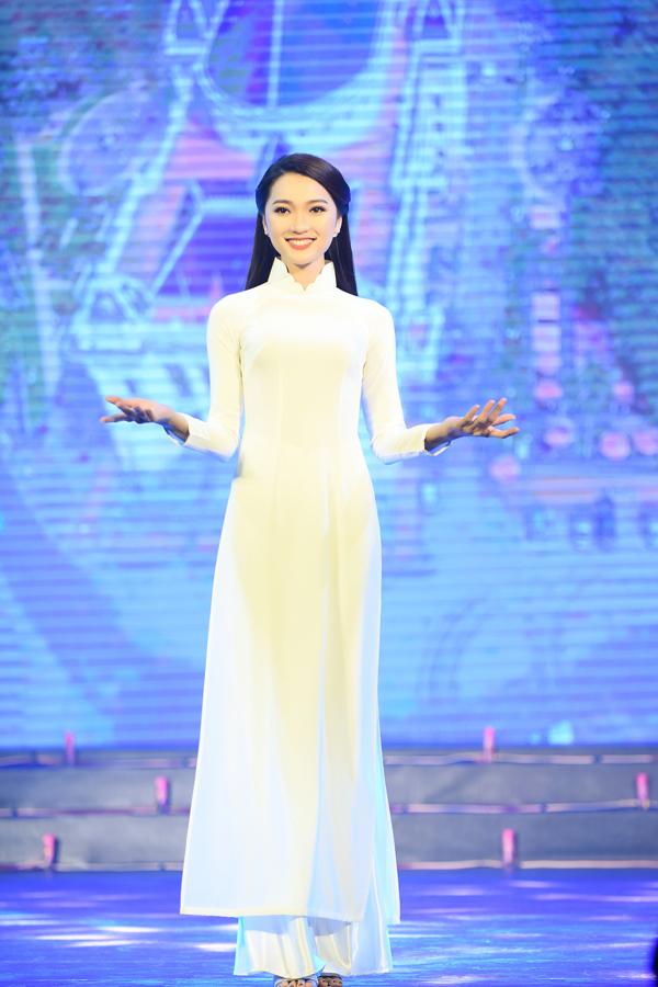 Bạn gái tin đồn Phan Văn Đức diễn áo dài cho Ngọc Hân - 3