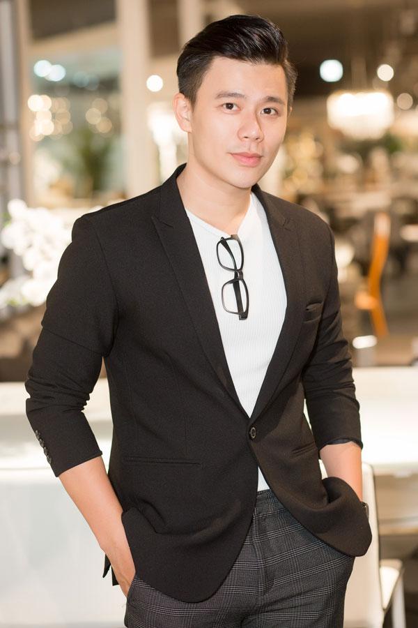MC - diễn viên Trần Anh Huy ngày càng điển trai, trẻ trung. Nhờ tính cách gần gũi, thân thiện và sự chịu khó, thời gian qua, Quý ông tia chớp trở thành cái tên quen thuộc với công chúng khi xuất hiện ở nhiều vai trò khác nhau.