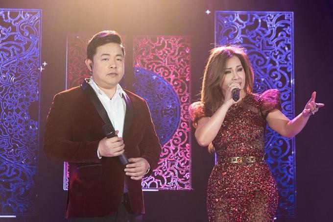 Ca sĩ Quang Lê -Minh Tuyết song ca cùng nhau và nhận được sự cổ vũ nhiệt tình từ khán giả.