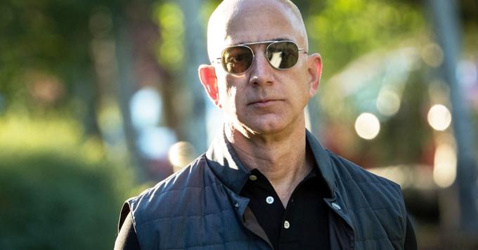 Trước khi ly hôn hôm 9/1, Jeff Bezos giúp vợ rửa bát mỗi tối. Ảnh:BI.