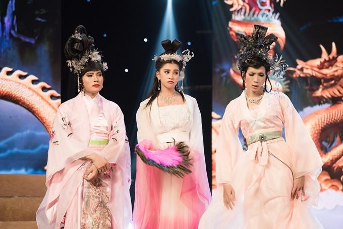 Hoa hậu cùng hai diễn viên Võ Tấn Phát và Dương Thanh Vàng hóa thân thành 3 chị em nhà tiên nữ trên Thiên Đình.