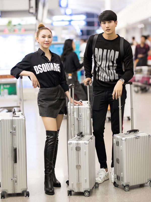 Tài tử xứ chùa vàng chụp ảnh cùng Quỳnh Thư ở sân bay.