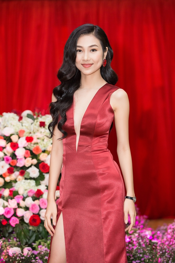 Bùi Nữ Kiều Vỹ - top 10 Hoa hậu Việt Nam 2016 cũng tham dự chương trình,