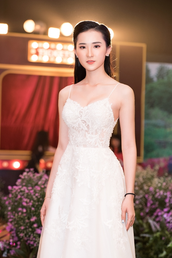 Người đẹp Phan Cẩm Nhi lọt top 40 vòng chung kết Hoa hậu Việt Nam 2018.