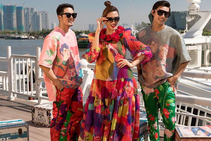 Nam giới có các kiểu suit thanh lịch, áo over size trẻ trung. Các nàng lại được tăng sức hút bằng nhiều mẫu váy cúp ngực, đầm maxi, váy xòe, váy suông hợp xu hướng xuân hè.