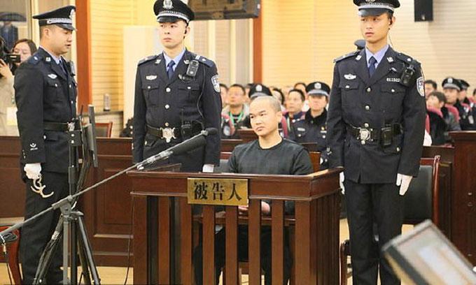 Bị cáo Zhang Koukou (35 tuổi) tại toà án nhân dân thành phố Hán Trung, tỉnh Thiểm Tây, Trung Quốc hôm 8/1. Ảnh: Hanzhou.