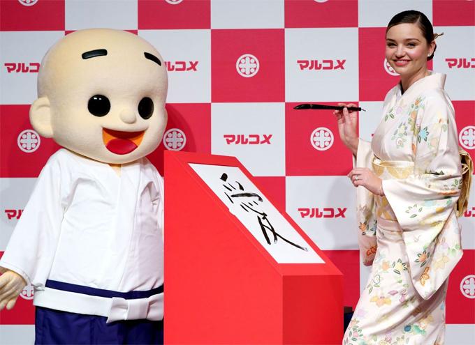 Miranda Kerr mặc kimono ở Nhật - 4