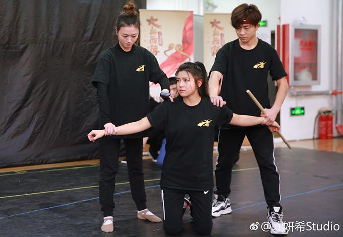 Trần Nghiên Hy nỗ lực tập luyện cho vở nhạc kịch đầu tay.