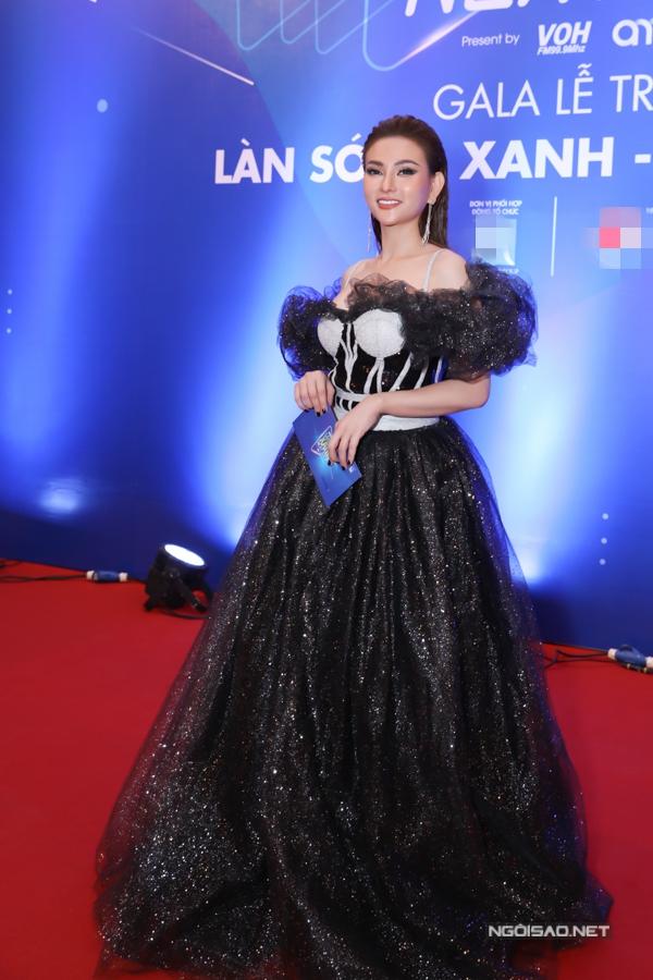 Ca sĩ THu Thủy chọn váy dạ hội