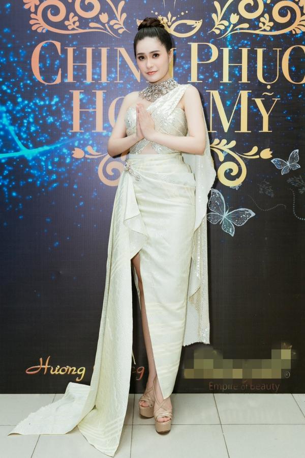 Di Băng gây ấn tượng mạnh khi diện chiếc váy dạ hội mang phong cách trang phục truyền thống Thái Lan