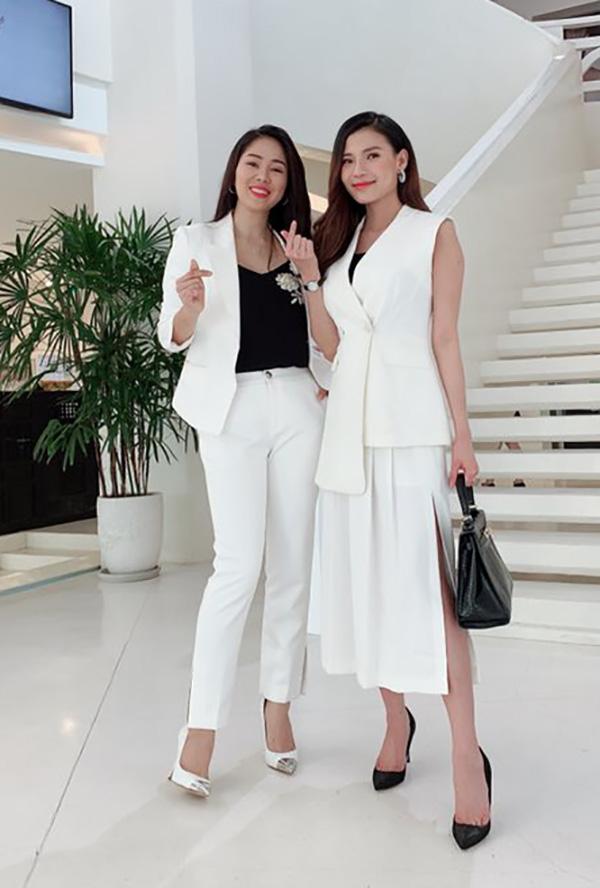 Thuý Diễm và Lê Phương ở hậu trường phim.