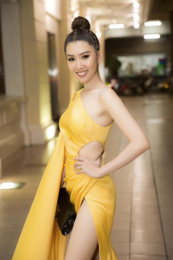 Chiếc túi mà Thuý Ngân bị trộm mất sau khi kết thúc lễ trao giải tối 12/1.