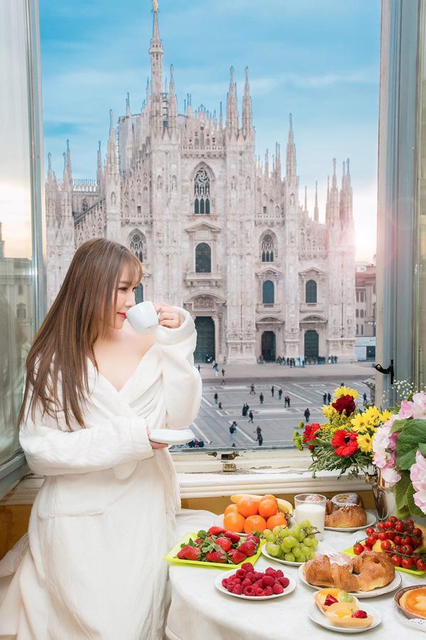 Quỳnh Thư cũng vừa tận hưởng bữa sáng hấp dẫn với các loại bánh ngọt, trái cây và ngắm cảnh nhà thờ tuyệt đẹp ở Milan.