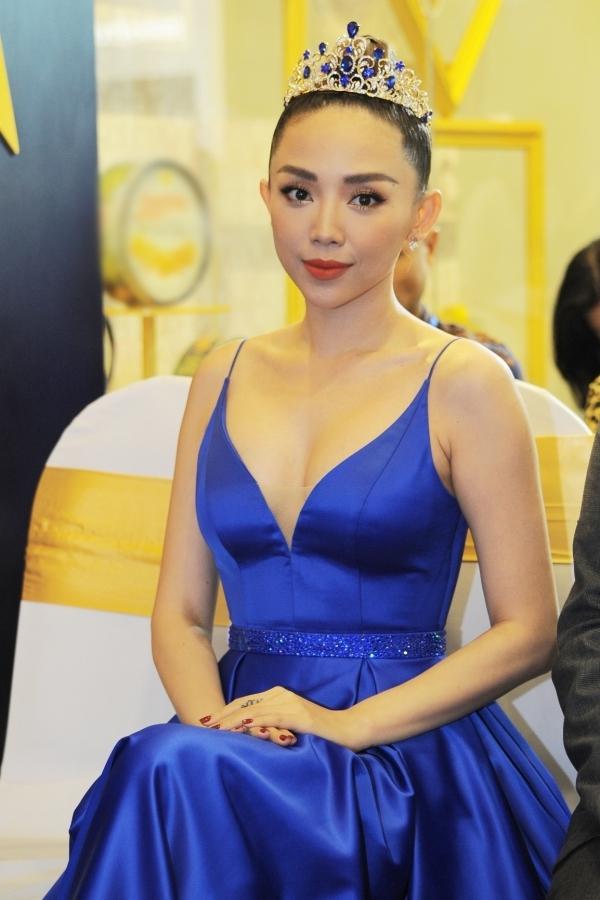 Tóc Tiên diện một thiết kế xẻ ngực sâu, kho vòng một gợi cảm tại một sự kiện ở TP HCM mới đây.
