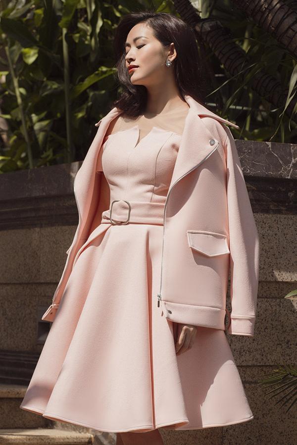 Sắc hồng pastel sẽ giúp các nàng tôn làn da trắng sáng. Đồng thời gam màu này cũng có khả năng hack tuổi cho người mặc.
