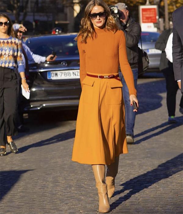Màu cam đất, vàng cam, cam nóng bỏng... với nhiều sắc độ được các fashionista thế giới lăng xê nhiệt tình khi chọn đồ dạo phố.
