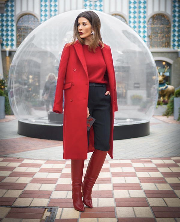 Trong không khí chớm xuân, sắc đỏ được ưa chuộng nhiều hơn bởi nó tượng trưng cho sự may mắn, thành công.