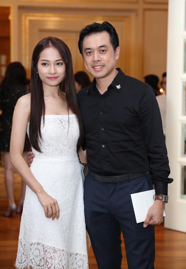 Nhạc sĩ Dương Khắc Linh cũng là một người bạn thân của chú rể Lê Hiếu. Anh sóng đôi bạn gái mới Ngọc Duyên.