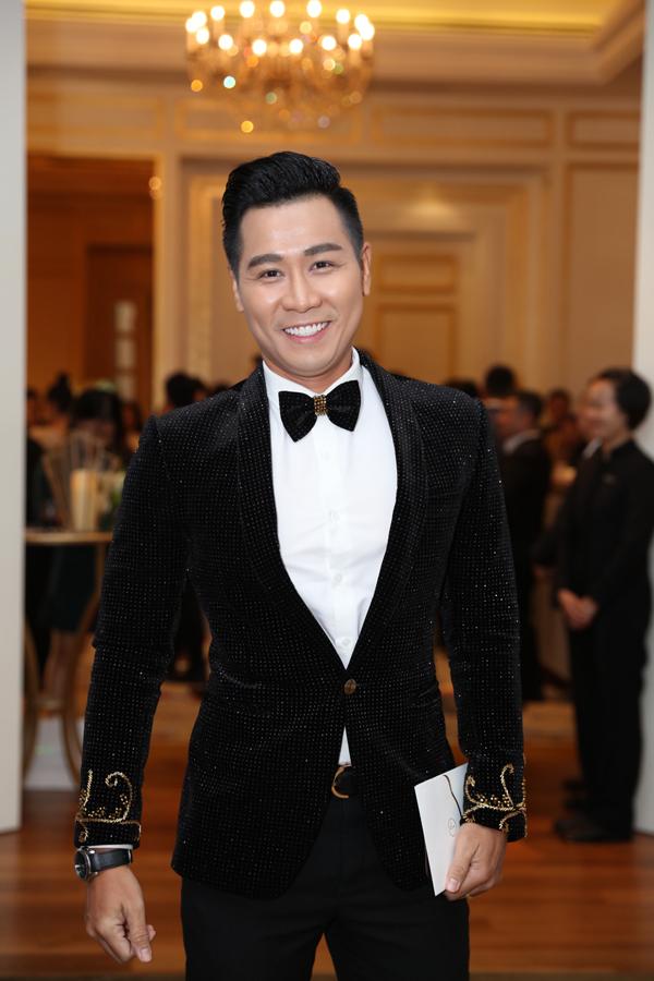 MC Nguyên Khang đảm nhận vai trò dẫn dắt cho hôn lễ tối nay của Lê Hiếu.