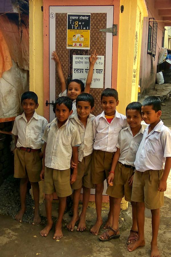 Hiện bồn cầu Tiger Toilet được đưa vào hoạt động tại nhiều trường học ở Ấn Độ.