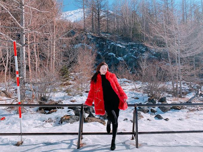 Từ Gifu, giọng ca Ngày buồn nhấtdi chuyển tới Shizuoka để ngắm núi Phú Sĩ - ngọn núi hùng vĩ và linh thiêng của đất nước Nhật Bản. Phía sau lưng nữ ca sĩ chính là một phần ngọn của núi Phú Sĩ. Đây cũng là một trong những nơi chiêm ngưỡng kỳ quan này gần và rõ nhất.
