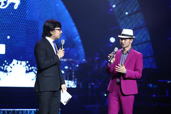 Giáo sư Xoay Đinh Tiến Dũng đảm nhận vai trò MC cùng nghệ sĩ Xuân Bắc.