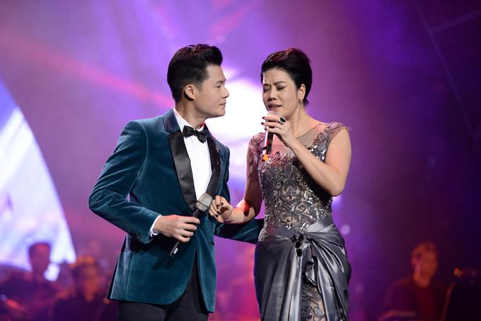Thu Phương cũng là giọng ca được khán giả mong đợi trong show diễn. Bên cạnh tiết mục solo Chuyện của mùa đông, cô cũng song ca cùng Quang Dũng bản mashupVì đó là em - Cô gái đến từ hôm qua.