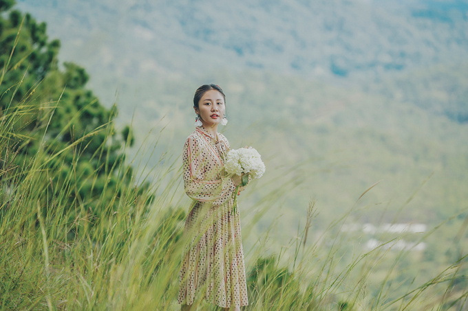 MV Cầu hôn là sản phẩm mở màn cho năm 2019 của Văn Mai Hương.