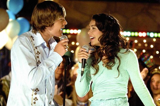 Vanessa và Zac Efron trong phần 1 của phim High School Musical.