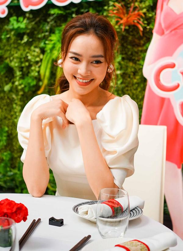 Lan Ngọc tiết lộ diễn cảnh tình cảm với Trấn Thành rất ngọt - 5