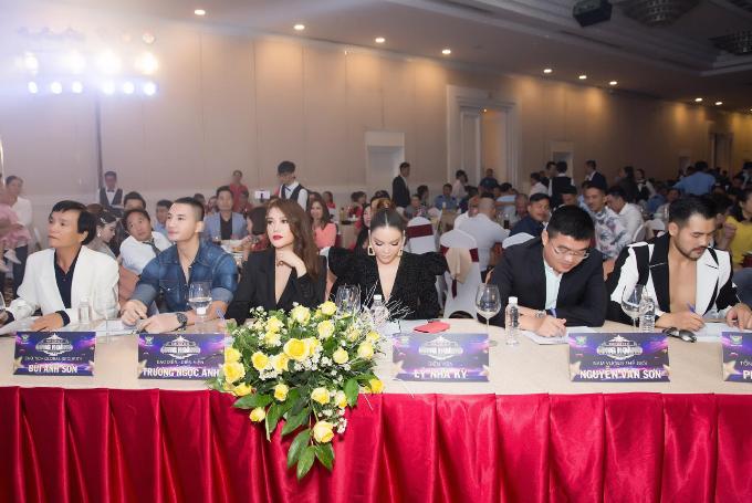 Lý Nhã Kỳ, Trương Ngọc Ánh dự tiệc tất niên của Hoa hậu Bùi Thị Hà - 8