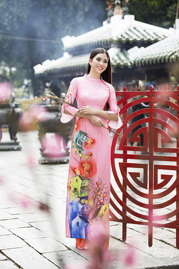 Chào xuân Kỷ Hơi 2019, nhà thiết kế Ngô Nhật Huy mang tới các mẫu áo truyền thống dành riêng cho mùa lễ Tết năm nay.