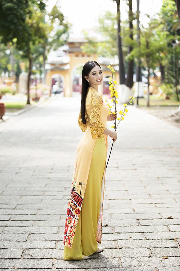 Bộ ảnh được thực hiện với sự hỗ trợ của nhiếp ảnh Lê Thiện Viễn, trang điểm Hiwon, đạo diễn hình ảnh Yên Nguyễn.