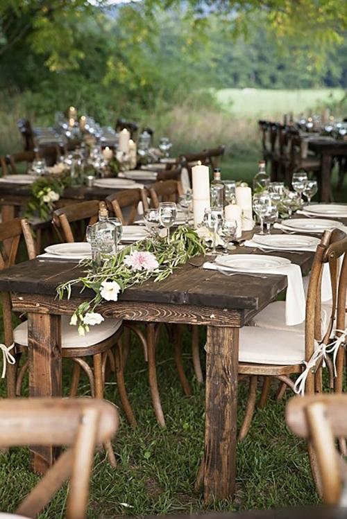 Hơn thế nữa, nếu tổ chức đám cưới trong ánh nắng hoàng hôn, những bức ảnh kỷ niệm cũng trở nên đẹp hơn vì ánh sáng tự nhiên.