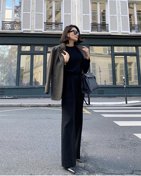 Chỉ với chiếc blazer thực hiện trên vải dạ, phái đẹp có thể phối đồ đa dạng cùng nhiều mẫu trang phục khác nhau. Đơn cử như phối cùng chân váy sẻ, suit hay các kiểu quần ống suông, áo blouse...