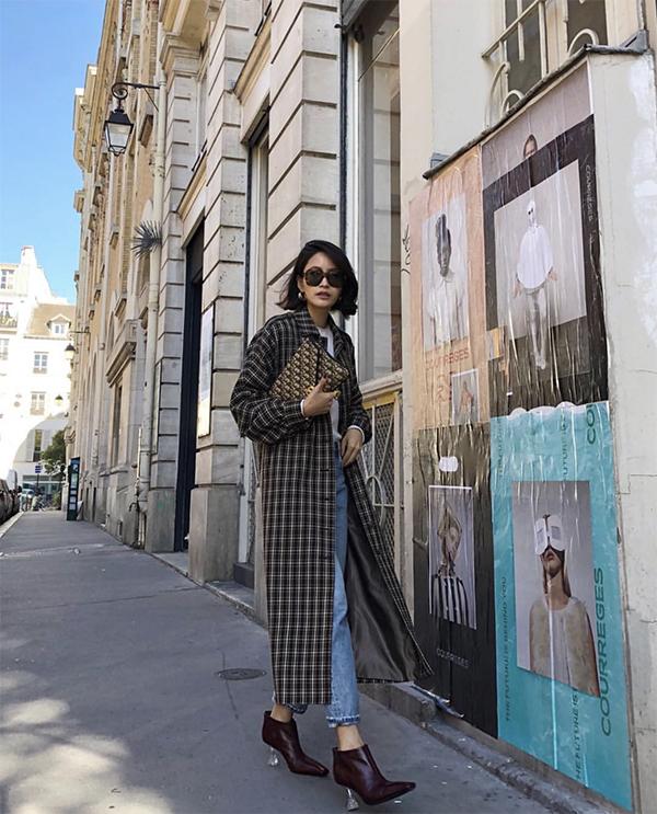 Trench coat hoạ tiết kẻ sọc ca rô cho các bạn gái thích xu hướng mới và luôn muốn mình xuất hiện trong các trào lưu mặc đẹp.
