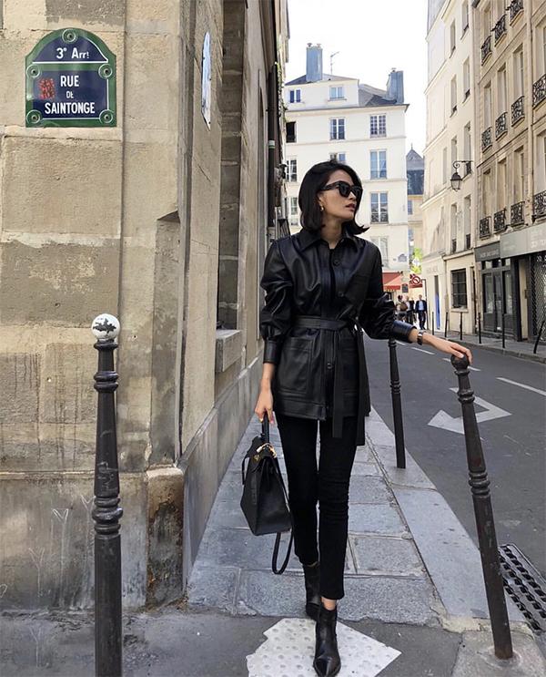 Một cây đen cho các nàng thích áo khoác da, bốt da và phong cách trẻ trung, khoẻ khoắn nhưng không kém phần cá tính.